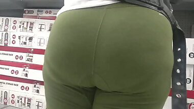 Super Thick Black Booty in leggings